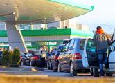 На заправках «Белоруснефть» на приграничной территории с белорусов требуют валюту