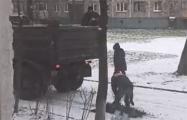 Бобруйские дорожники укладывают асфальт на снег