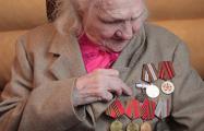 В Витебской области женщинам-ветеранам ВОВ подарили сладости и пожарные извещатели