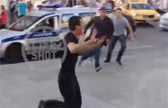 В Москве в толпу болельщиков въехало такси: есть пострадавшие