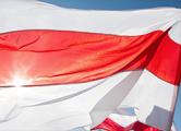 У горисполкома Дзержинска вывесили бело-красно-белый флаг