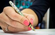 Фотофакт: в Минске продают ручки для школьников за 150 рублей