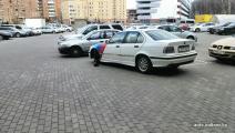 За небрежную парковку водителя BMW «наказали» пудовой гирей