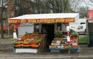 Владельцев уличных лотков с овощами и фруктами обязали установить терминалы и кассовые аппараты